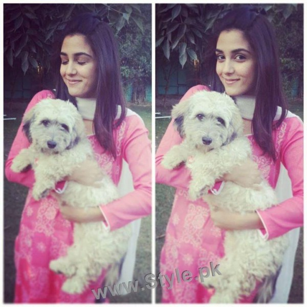 Pictures of Pakistani Celebrities with their pets (5)