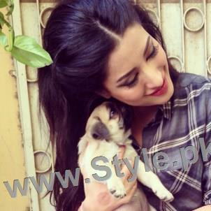 Pictures of Pakistani Celebrities with their pets (6)