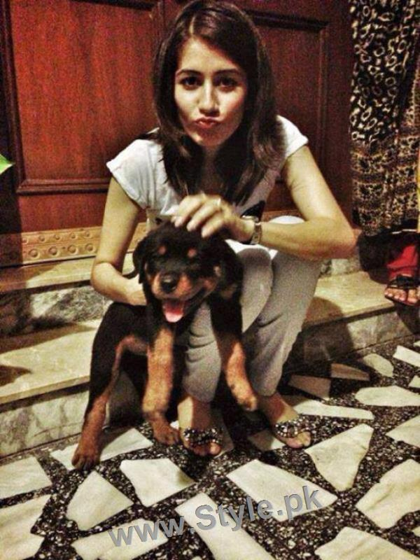 Pictures of Pakistani Celebrities with their pets (8)