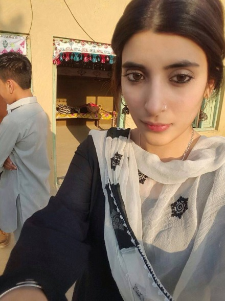Pictures of Urwa Hozane from the set of Udaari. beauty