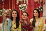 minal khan aiman khan with their mother