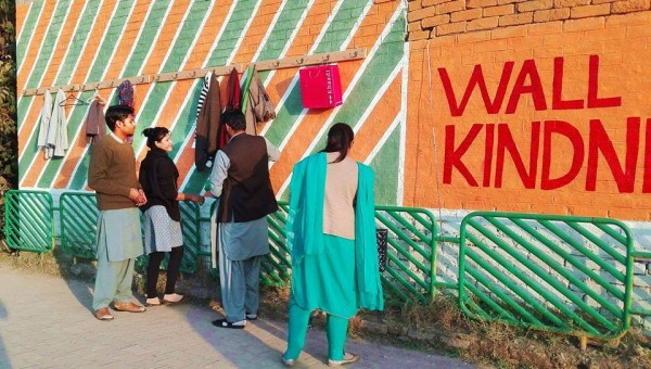 wall of kindness in pakistan