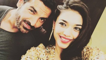 See John Abraham with Sanam Jung in Jago Pakistan Jago