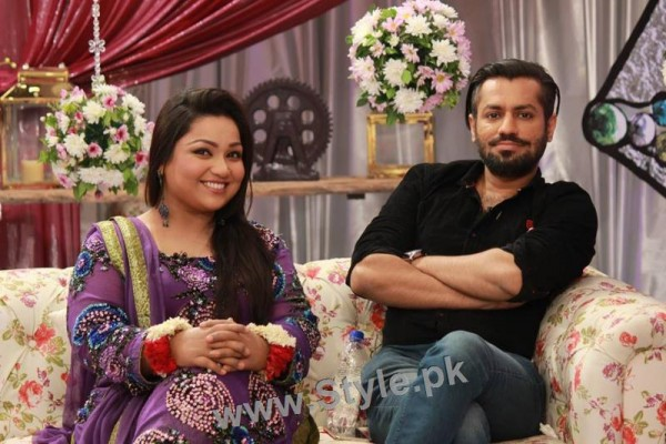 Pictures of Uroosa Siddiqui with her husband  (4)