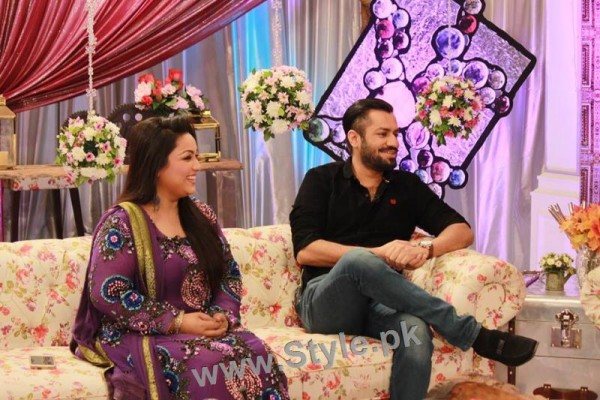 Pictures of Uroosa Siddiqui with her husband  (5)