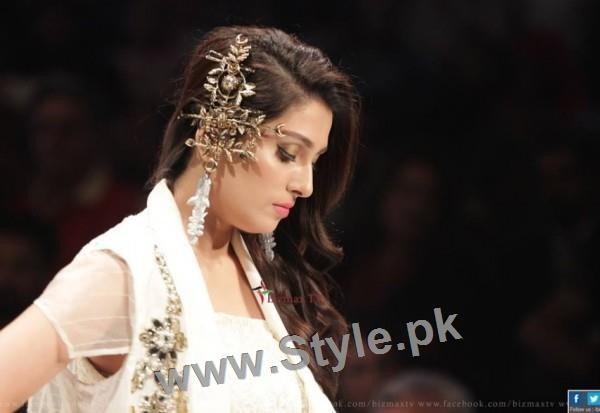 Looks of Pakistani Celebrities at FPW'16 Day 1 (12)