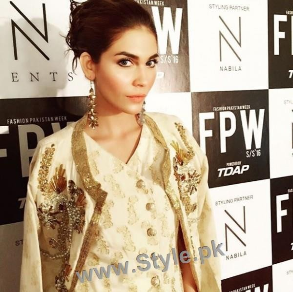 Looks of Pakistani Celebrities at FPW'16 Day 1 (3)