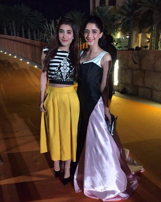 Mawra and Urwa at ARY Film Awards 2016