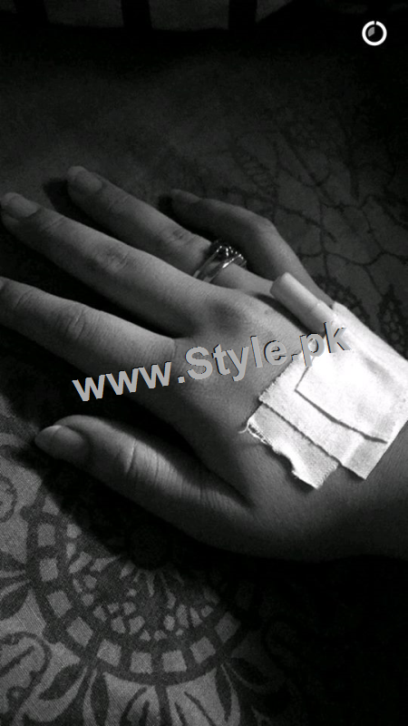Minal Khan is hospitalized (2)