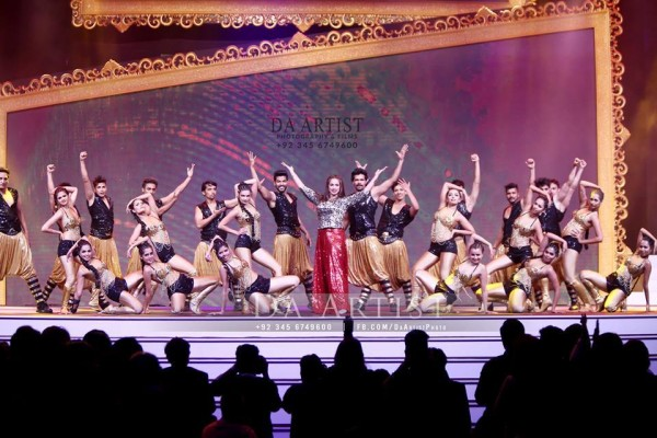 Pictures of Pakistani Celebrities during performance at ARY Film Awards 2016 (12)