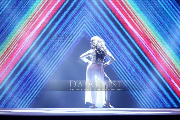 Pictures of Pakistani Celebrities during performance at ARY Film Awards 2016 (15)
