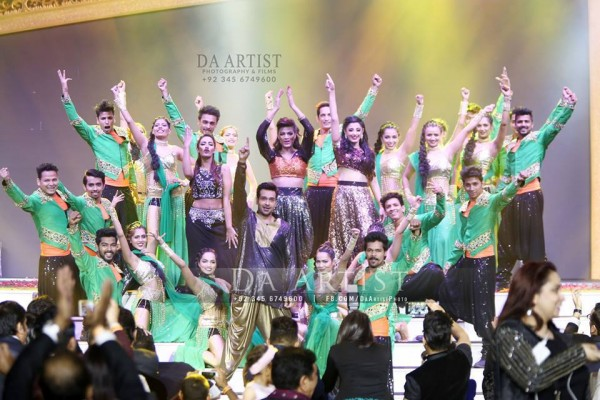 Pictures of Pakistani Celebrities during performance at ARY Film Awards 2016 (2)