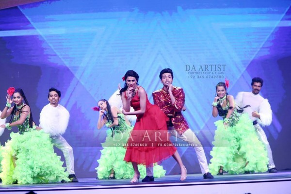 Pictures of Pakistani Celebrities during performance at ARY Film Awards 2016 (5)