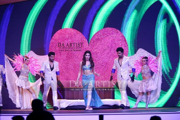 Pictures of Pakistani Celebrities during performance at ARY Film Awards 2016 (9)