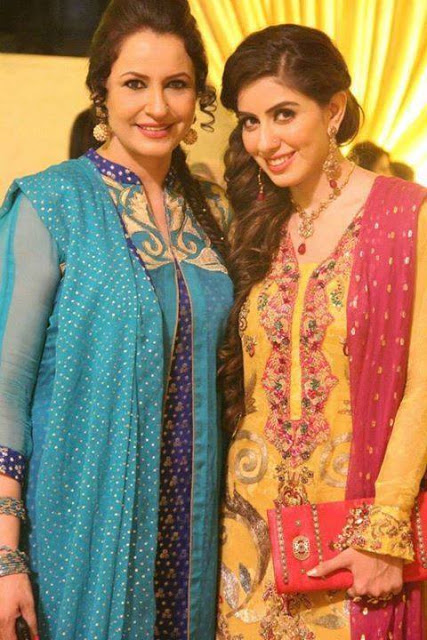 Saba Faisal with daughter Sadia Faisal