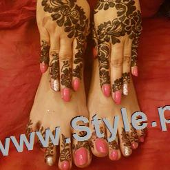 See Mehndi Pictures of Astrologer Samiah Rashid
