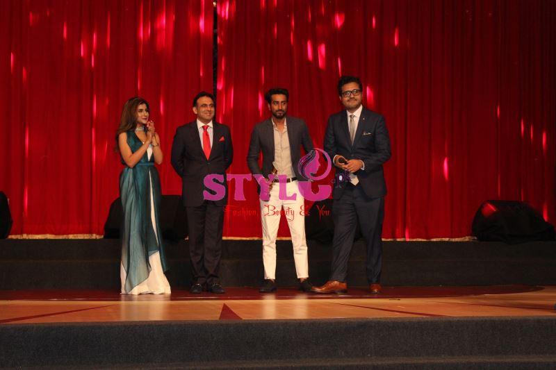 Sohai Ali with Asif Aziz CMO Mobilink presented Best in Media - Ten Pakistan