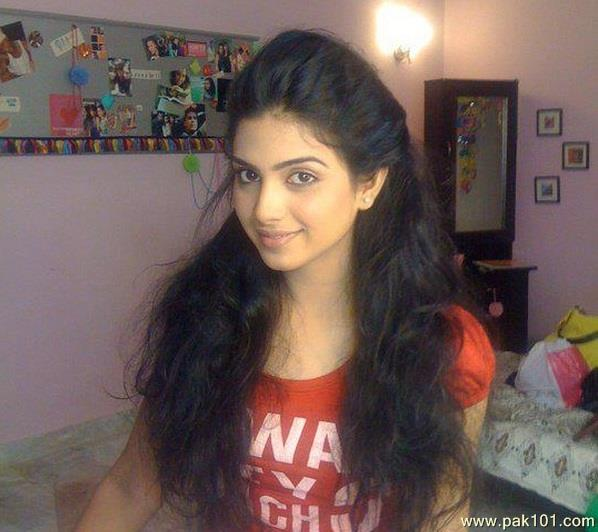 Sonya Hussain without makeup