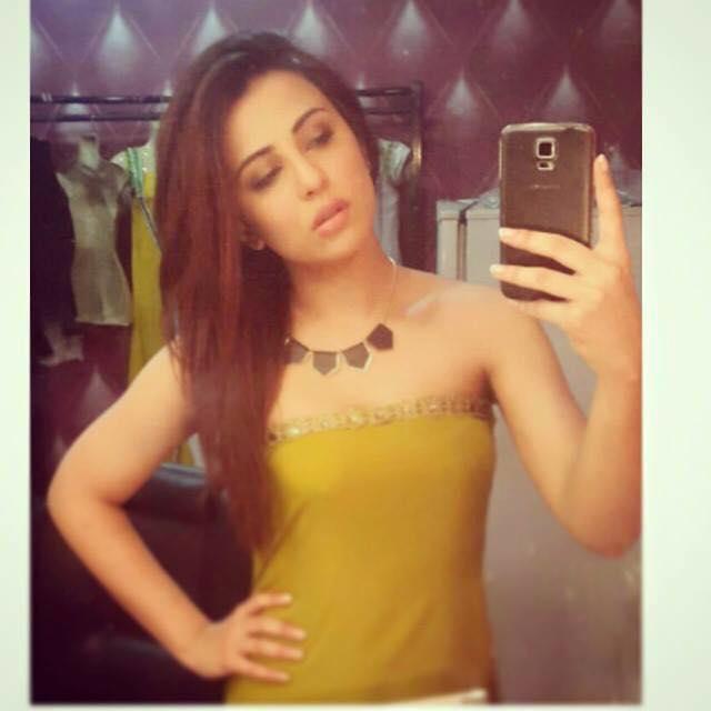Ushna Shah In Strapless Dress