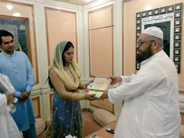 Veena Malik Wants To Get Religious Education001