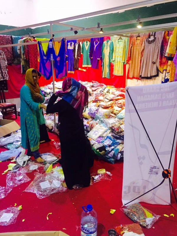 Ahsan Khan arranged Bazar e Ramzan for Needy People (7)