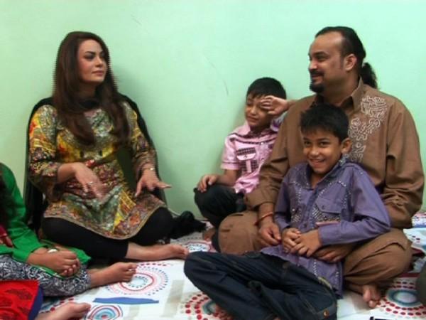 Amjad Sabri (Late) with his kids (2)