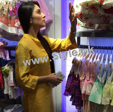 Ayeza Khan at the launch of Andy Birds (1)