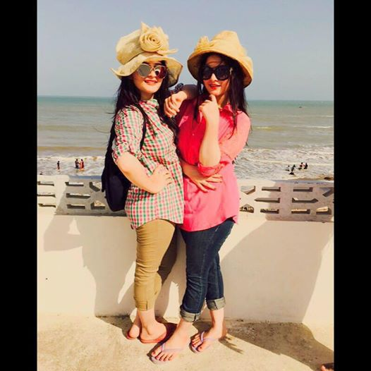 Beach Pictures of Aiman Khan and Minal Khan (6)