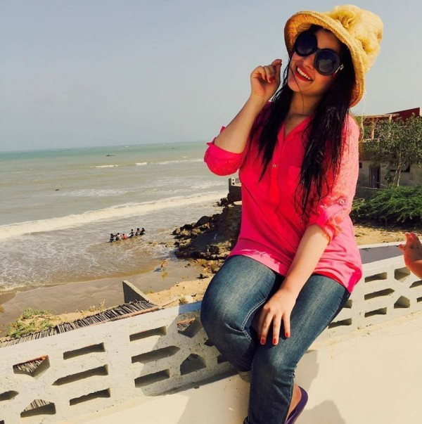 Beach Pictures of Aiman Khan and Minal Khan (7)