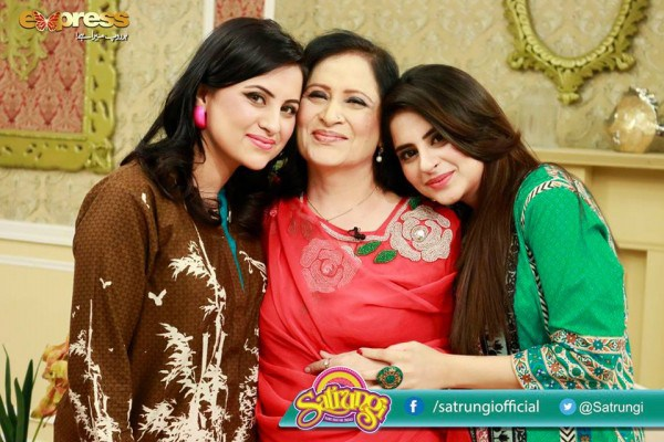 See Fatima Effendi with her Mother and Sister