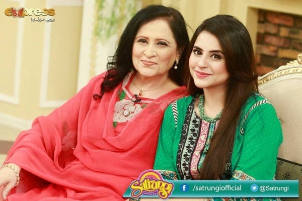 Fatima Effendi with her Mother and Sister (4)