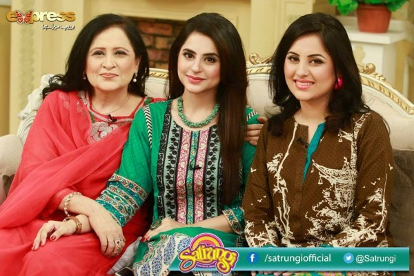 Fatima Effendi with her Mother and Sister (5)