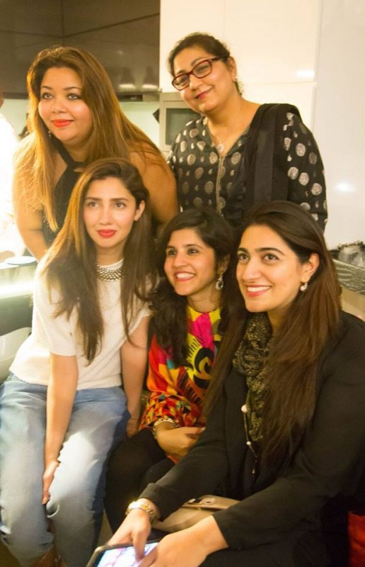Mahira Khan in Singapore with her fans (2)