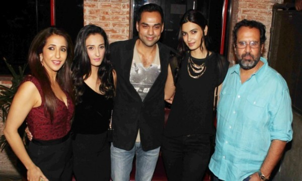 Momal Sheikh's Bollywood Movie is Happy Bhaag Jayegi (2)