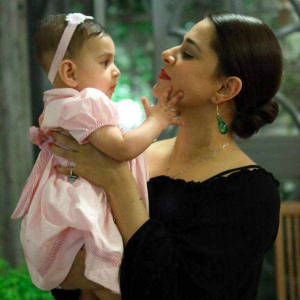 See Picture of Mehreen Raheel with her Family