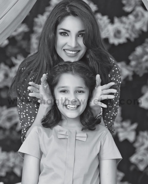 Pictures of Zhalay Sarhadi with her daughter (2)