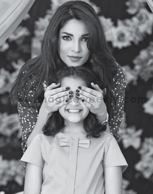 Pictures of Zhalay Sarhadi with her daughter (3)
