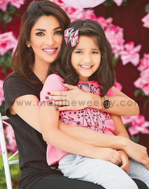Pictures of Zhalay Sarhadi with her daughter (4)