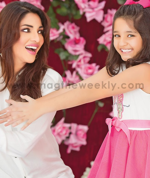 Pictures of Zhalay Sarhadi with her daughter (5)