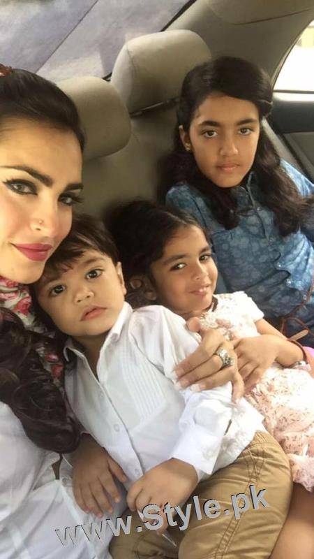 Recent Pictures of Nadia Hussain with all her four kids (3)