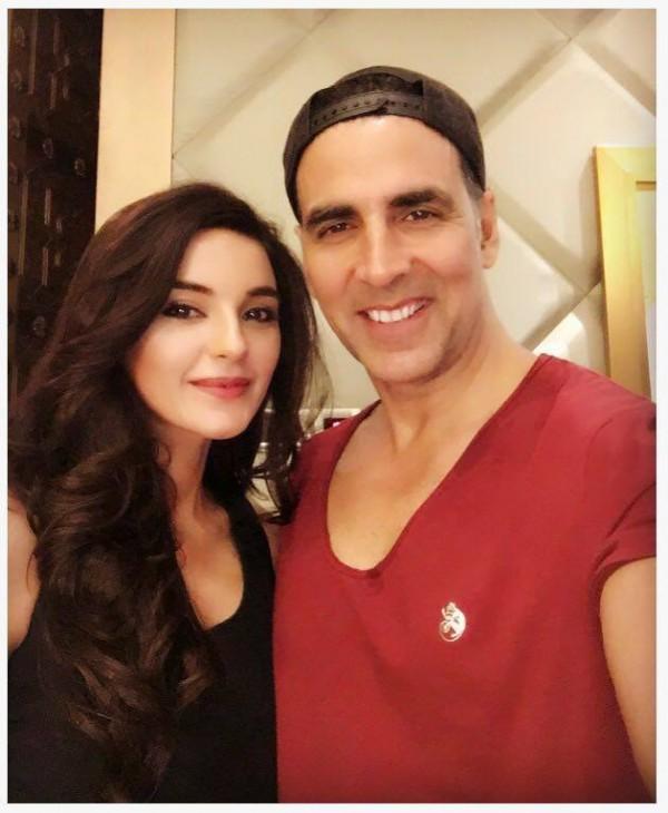 Sadia Khan with Akshay Kumar in India (2)