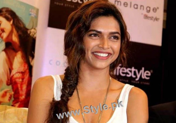 Top 10 Hairstyles you need to copy from Deepika Padukone (8)