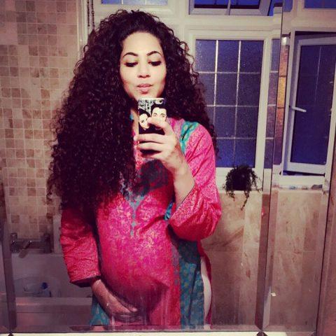 See Annie Khalid shows her baby bump on Eid