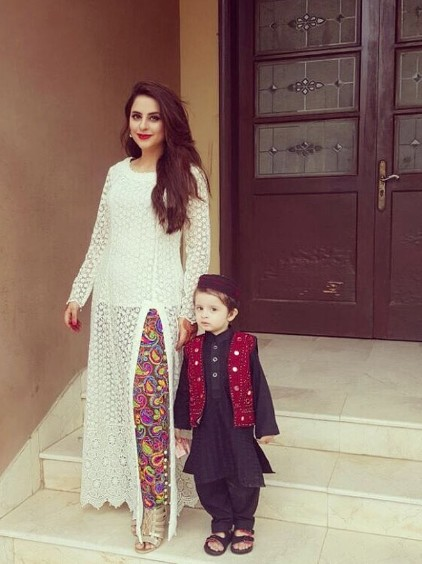 Fatima Effendi With Her Son On Eid 2016