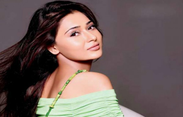 See Indian Actress Sara Khan is working in Pakistani drama Yeh Kaisi Mohabbat Hai