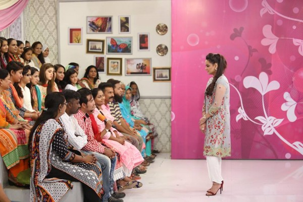 Javeria Abbasi replaced Nida Yasir in Good Morning Pakistan (6)