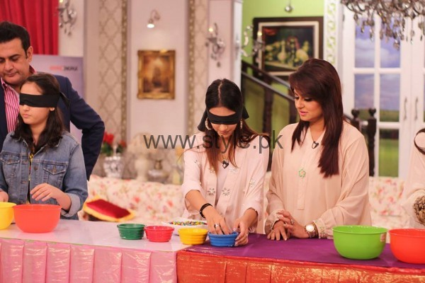 Javeria Abbasi with her daughter in Good Morning Pakistan (6)
