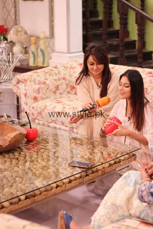 Javeria Abbasi with her daughter in Good Morning Pakistan (9)