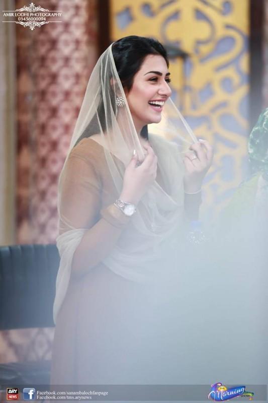 Pictures of Beautiful Sisters Sarah Khan and Noor Khan (2)