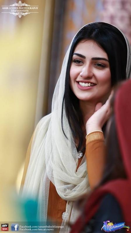 Pictures of Beautiful Sisters Sarah Khan and Noor Khan (4)